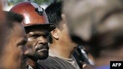 Pekerja PT Freeport Indonesia di Timika, Papua. Pemerintah meminta setiap perusahaan asing di Papua berkoordinasi dengan pemerintah terkait bantuan CSR. (Foto: Dok)
