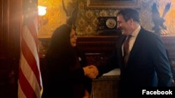 Vjosa Osmani, kandidatkinja Demokratskog zaveza Kosova za premijerku Kosova, tokom sastanka sa direktorom za Evropu u Savetu za nacionalnu bezbednost Bele kuće Džonom Eratom, u Beloj kući, u Vašingtonu, 16. oktobra 2019. (Foto: Vjosa Osmani/Fejsbuk)
