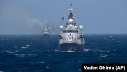 Турецкий военный корабль НАТО TCG Turgutreis в Черном море
