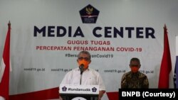 Juru bicara penanganan kasus virus corona, dr Achmad Yurianto desak masyarakat untuk mengenakan masker ketika berada di luar rumah seiring terus melesatnya jumlah penderita virus corona. (Foto: Courtesy/BNPB)