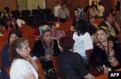 Simpoziumda Markaziy Osiyodan, O'zbekistondan tashqari, barcha respublikalardan deputatlar, tadbirkorlar, rasmiylar va faollar qatnashdi