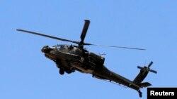 2013年5月21日埃及军方直升机在埃及和加沙地带之间的西奈半岛北部巡逻的照片。