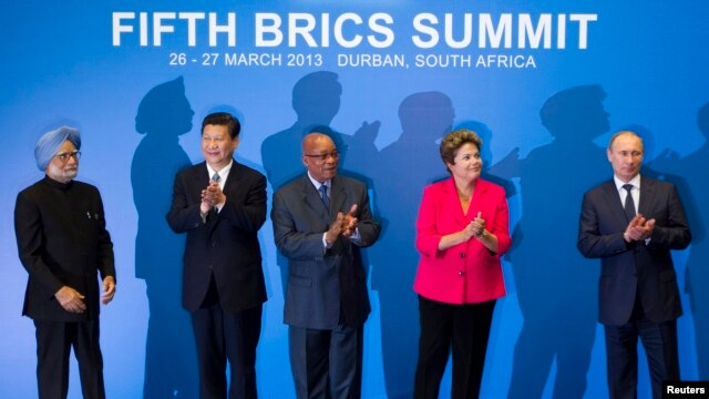 Indian PM Manmohan Singh, Chinese President Xi Jinping, South African President Jacob Zuma, Brazilian President Dilma Rousseff and Russian President Vladimir Putin applaud at a family photo session during the fifth BRICS Summit in Durban, March 27, 2013.