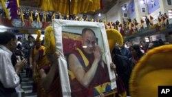 Sekitar 400 delegasi bertemu di kota Dharamsala, India Utara, untuk mengikuti Sidang Umum Istimewa Warga Tibet hari Selasa (25/9).