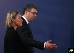Visoka predstavnica EU za spoljnu politiku i bezbednost, Federika Mogerini, na zajedničkoj konferenciji za novinare sa predsednikom Srbije Aleksandrom Vučićem, u sklopu njene balkanske turneje, u Beogradu, 19. aprila 2018.