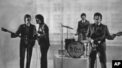 Kelompok The Beatles, dari kiri ke kanan: Paul McCartney, George Harrison, Ringo Starr, dan John Lennon.