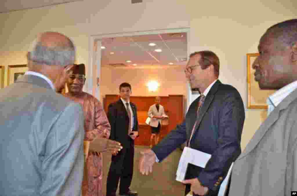 Nigerian Vice-President Namadi Sambo Visits VOA in Washington, DC