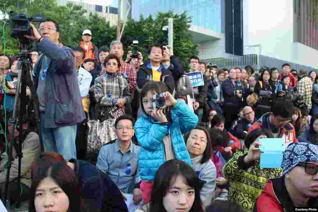 """香记协星期天下午发起""""企硬反灭声,撑言论自由""""的游行10 (香港记者协会脸书图片)"""
