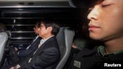 Cựu đồng chủ tịch Công ty địa ốc Sun Hung Kai, ông Thomas Kwok (trái) và cựu giám đốc điều hành Thomas Chan (giữa) tại Tòa án Tối cao ở Hồng Kông, ngày 23/12/2014.