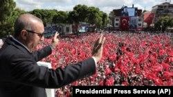 Cumhurbaşkanı Erdoğan, Ordu'da halka hitap ederken.