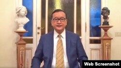 Cựu Chủ tịch Đảng Cứu quốc Campuchia Sam Rainsy nói với các người ủng hộ qua video trên mạng từ Ý ngày 30/10/2017.