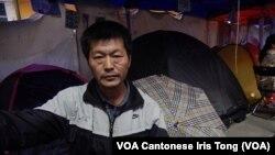 來自北京曾參與89六四民運的王登耀留守在銅鑼灣佔領區