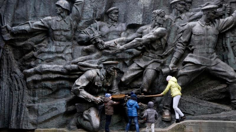 Ukraine, Poland Escalate Diplomatic Spat | VOA