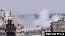 业余人士拍摄的视频显示,6月21日硝烟从霍姆斯一个清真寺附近升起