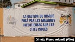 L'entrée du centre d'isolement et de traitement du coronavirus au Bénin, le 24 mars 2020. (VOA/Ginette Fleure Adandé)