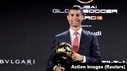 Cristiano Ronaldo recebe troféu Jogador do Século no Dubai. 27 de Dezembro 2020