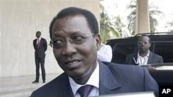 Le président Idriss Déby Itno, à l'aéroport d'Abidjan le 21 février 2011.