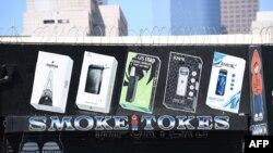 Iklan produsen rokok elektrik Juul di Los Angeles, California, 17 September 2019.