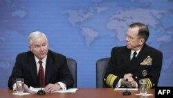 Bộ trưởng Quốc phòng Robert Gates và Tham mưu trưởng Liên Quân Hoa Kỳ, Đô đốc Mike Mullen