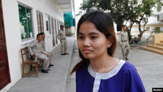 Boeung Kak lake resident Yorm Bopha arrives for a hearing in the Appeal Court in the capital city Phnom Penh November 7, 2012.