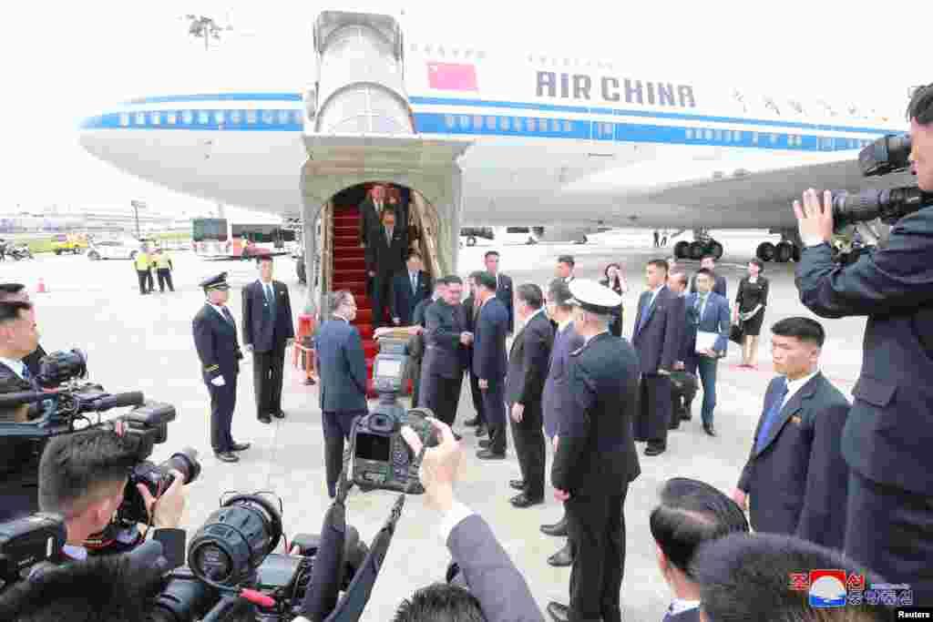 Shugaban Korea Ta Arewa Kim Jong Un ya isa Singapore Yuni 10, 2018 KCNA via Reuters