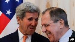 美国国务聊克里(左)与俄罗斯外长拉夫罗夫