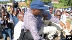 烏干達反對派領導人被捕一刻。