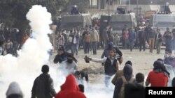 حکومت مخالف مظاہرین اور پولیس کے درمیان جھڑپیں