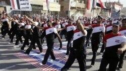 رژه هواداران مقتدی صدر، روحانی عراقی، در اعتراض به حضور ارتش آمریکا در عراق. ۲۶ مه ۲۰۱۱