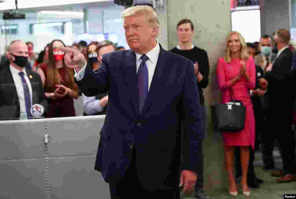პრეზიდენტი ტრამპი საარჩევნო კამპანიის წევრებთან 3 ნოემბერს, არჩევნების დღეს.