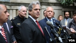 Steve Adler, Mayor of Austin, Texas, holds a press conference after a group of mayors had an hour-long meeting at the Department of Justice with U.S. Attorney General Jeff Sessions, April 27, 2017. (A. Barros/VOA)