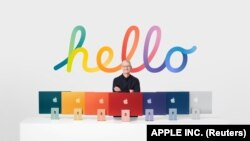 Tim Cook with new iMac