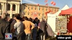 Warga Italia melakukan unjuk rasa di Roma memrotes langkah-langkah penghematan pemerintah, Sabtu (20/10).