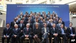 미국 워싱턴에서 개최된 G20 재무장관 회의에 참석한 각국의 대표단이 기념촬영을 하고있다.