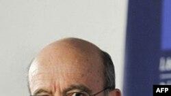 Ngoại trưởng Pháp Alain Juppe hôm nay tuyên bố nước ông muốn áp đặt cấm vận cả với Tổng thống Syria Bashar al-Assad