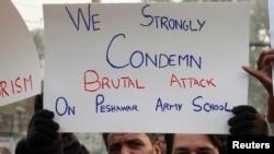 Пакистанці протестують проти атаки екстремістів на школу та вбивства учнів