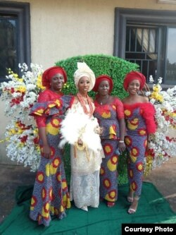 Fifi Egbebu (tengah), salah satu pengantin yang terpaksa menikah jarak jauh akibat COVID-19 (dok: Fifi Egbebu)