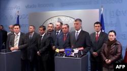 Thaçi, Lunaçek, qëndrime të ndryshme rreth çështjes së vizave
