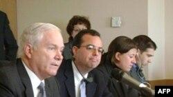 美国国防部长盖茨在安卡拉会见媒体