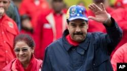 Le Président vénézuélien Nicolas Maduro et son epouse Cilia Flores, le dimanche 1er mai 2016, le jour de la fête du travail, à Caracas, la capitale du Venezuela. (AP Photo/Ariana Cubillos)