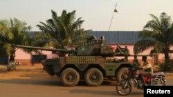 Des soldats français patrouillent dand Bangui le 12 janvier 2014.