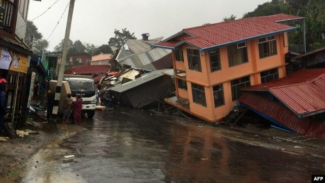 Minst 27 døde etter flomkatastrofe i Sørøst-Asia