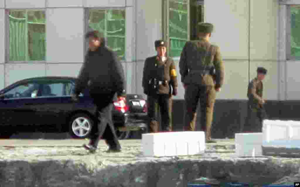活動在邊界線附近的北韓軍人