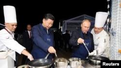 Путин и Си Цзиньпинь готовят блины