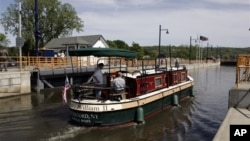 A tour boat passes Lock 2 on the Erie Canal in Waterford, New York, in 2008