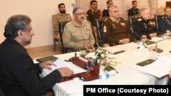 وزیراعظم خاقان عباسی قومی سلامتی کمیٹی کے اجلاس کی صدارت کر رہے ہیں۔ 2 جنوری 2018