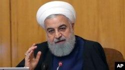 하산 로하니 이란 대통령이 8일 이란 테헤란에서 열린 내각 회의에서 발언하고 있다.