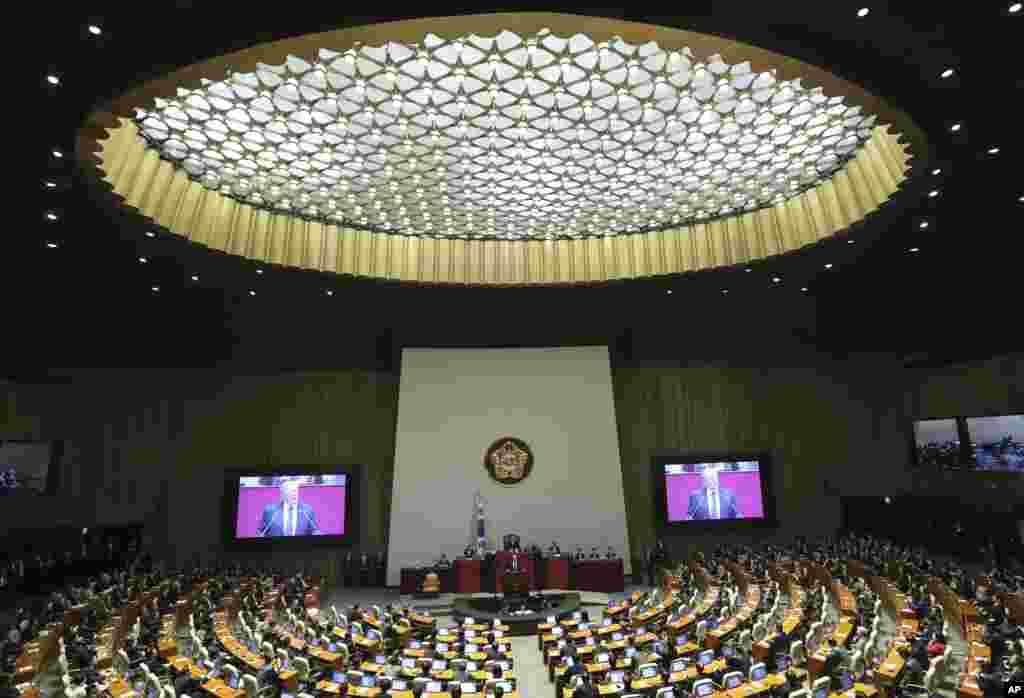 美国总统川普在韩国的国民议会发表讲话时的大会现场(2017年11月8日)