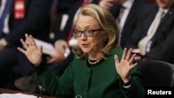 Sakatariyar harkokin wajen Amurka Hillary Clinton a lokacin da take ganawa da 'yan majalisar wakilan Amurka domin fadin abinda ta sani dangane da harin Benghazi