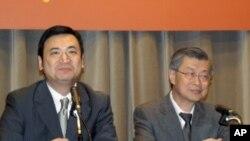 新闻局长杨永明 (左), 行政院长陈冲 (右)